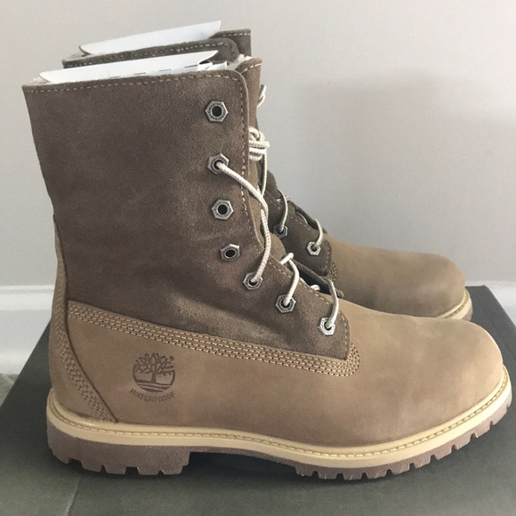 6aa5e580ec4 🎀SALE🎀 Timberland Teddy Fleece Boots Size 8 NWT